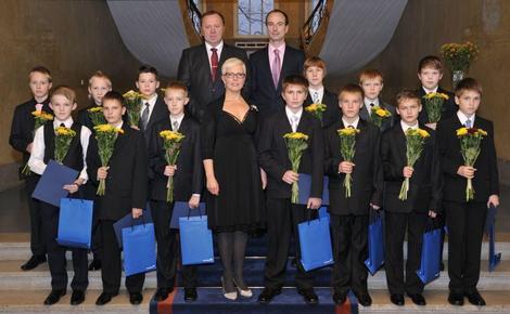 Evelin Ilves ja FC Levadia noorte jalgpallivõistkond